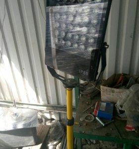 Прожектор строительный на штативе