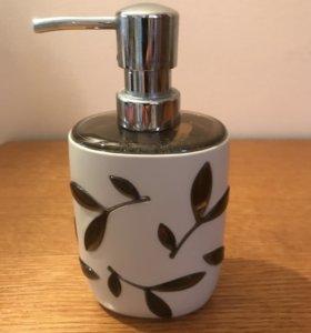Дозатор для жидкого мыла.