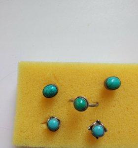 Серебряные кольцо и серьги с камнем