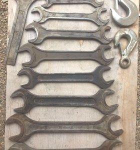 Набор ключей и крючки