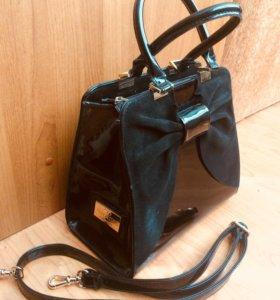Кожаная фирменная сумка от Valentino