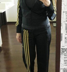 Спортивный костюм + футболка Adidas, размер 42.