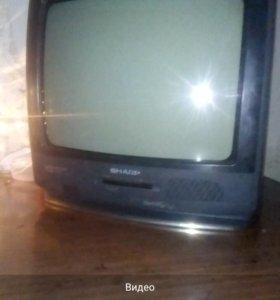 Телевизор в хорошем состояние