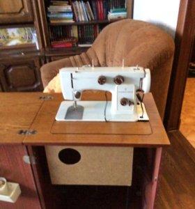 Электрическая ножная швейная машинка «чайка».