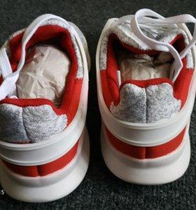 Кроссовки новыe Adidas EQT