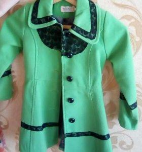 Пальто детское на девочку от 4 лет.