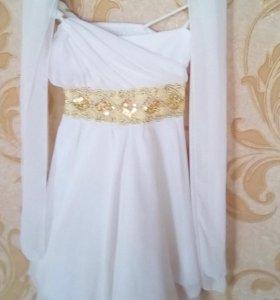 Нарядное платье с золотой отделкой с шарфиком