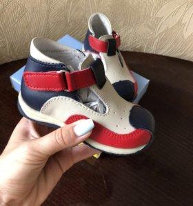 Новые детские ботиночки