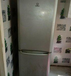Холодильник индезит 2010года