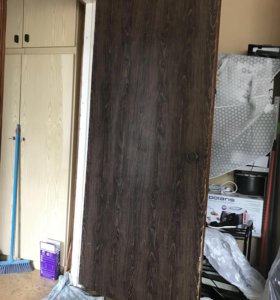 Дверь 80х200 из массива дерева. Обклеена пленкой.