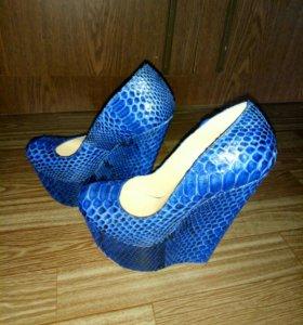 Новые, фирменные, натуральные туфли.