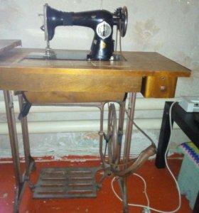 Две швейные машины