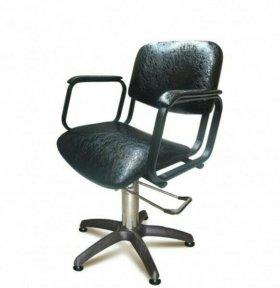 Продам стол и кресло для парикмахера.
