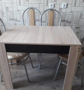 Стол кухонный и 4 стула