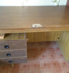 Старый письменный стол