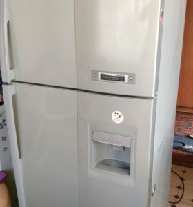 БОЛЬШОЙ холодильник Daewoo