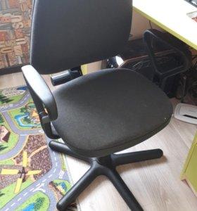 Кресло без колесиков.