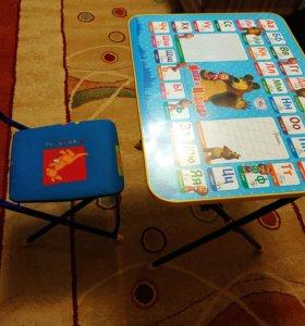 Детский стол , стул.