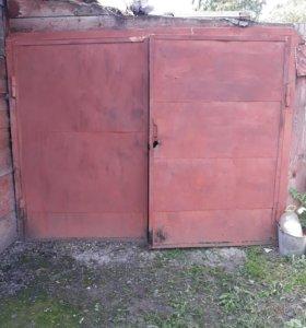 Продам небольшие гаражные ворота 230×180