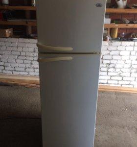 Холодильник атлант, все работает, морозит как надо