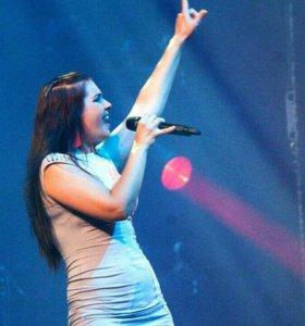 Певица и ведущая на праздник