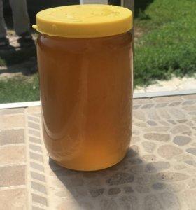 Свежий майский мед Кубани