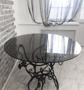 Кованный стеклянный столик