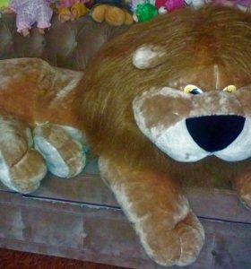 Большой лев 140 см в отличном состоянии.