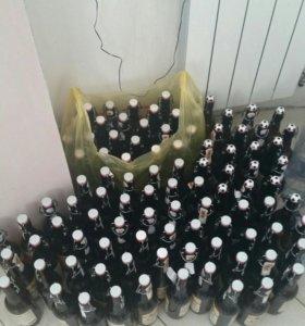 Пустые бутылки с крышкой