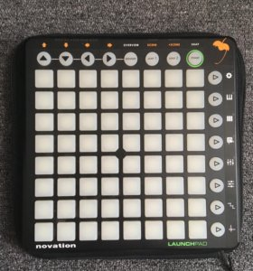 Драм-машина Novation Launchpad + чехол