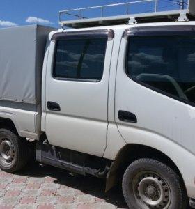 японский двухкабинный грузовик Toyota ToyoAce