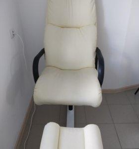 Педикюрное кресло и стул для мастера