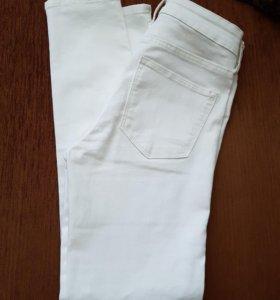 Белые джинсы НМ