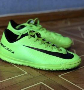 Детские бутсы Nike для футбола 34 размер