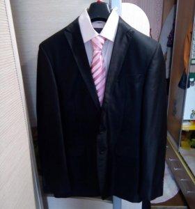 Продам костюм.