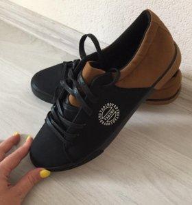 Продаются мужские ботинки
