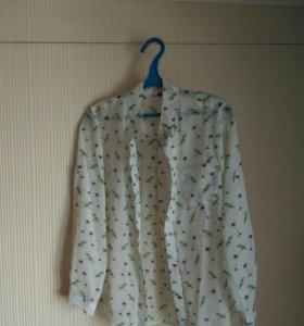 Женская блузка с пальмами и попугаями