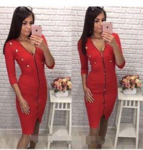 Эффектное платье с замком спереди