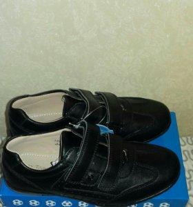 Новые ботинки р-р 35