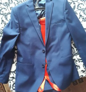 Строгий костюм +галстук