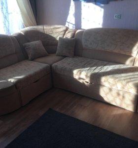 Угловой диван б/у в хорошем состоянии мин торг.