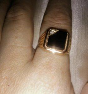 Золотая печатка с агатом и бриллиантом. Скидка