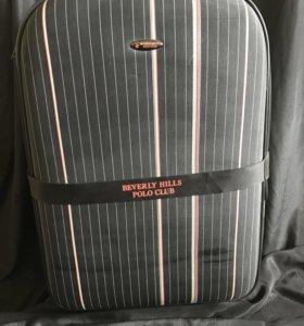 Очень вместительный чемодан НОВЫЙ