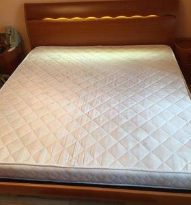 Кровать XL, б/у в отличном состоянии. Италия