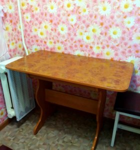 Стол кухонный и скамейка
