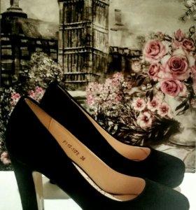 Замшевые туфли 36 размер (совершенно новые)