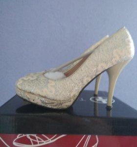 Срочно продам.Туфли женские.T.Taccardi.Новые.