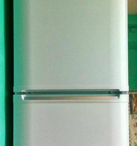 Холодильник Hotpoint-Ariston б/у.