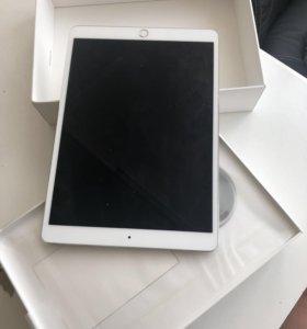 iPad Pro 10.5 64gb wi-fi+ smart keyboard.