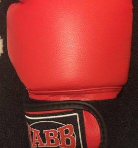 Перчатки для начинающих боксеров ))))